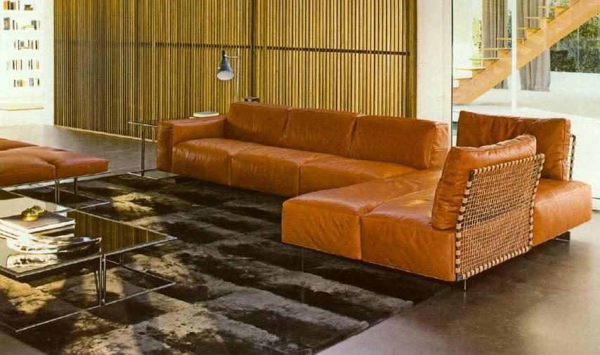 棕色和沉稳,低调的黑色地毯打造出了现代主义的欧式