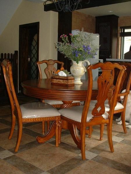 使得高档的美式家具一点也不亚于中国的红木家具